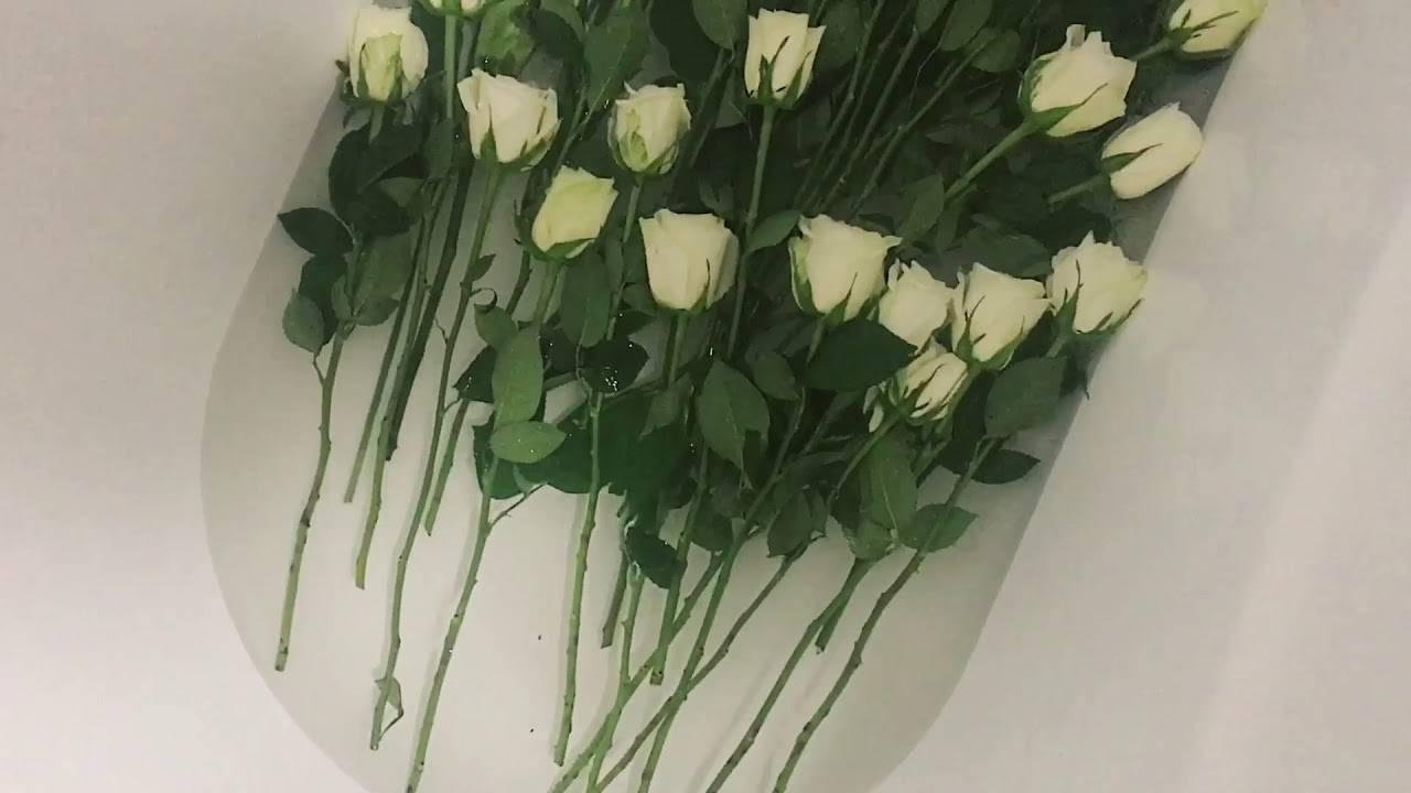 Когда требуется реанимировать розы в вазе с водой и как спасти цветы, если они начали вянуть?