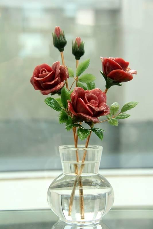 Как реанимировать розы в вазе с водой, если они вянут, когда требуется оживить завядшие цветы, в каком случае спасти не получится?