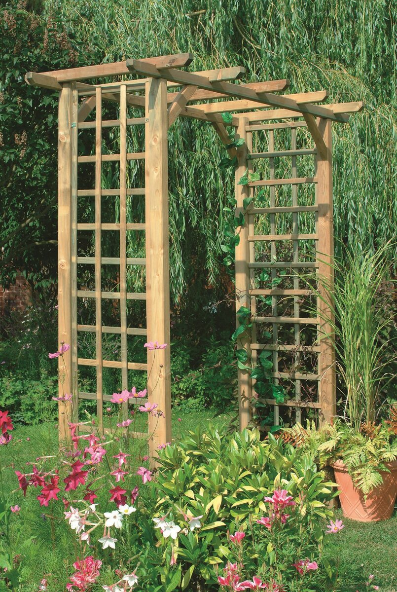 Опоры для плетистых роз (29 фото): обзор шпалер, арок и подставок для плетистой розы. как сделать шпалеру из металла своими руками?
