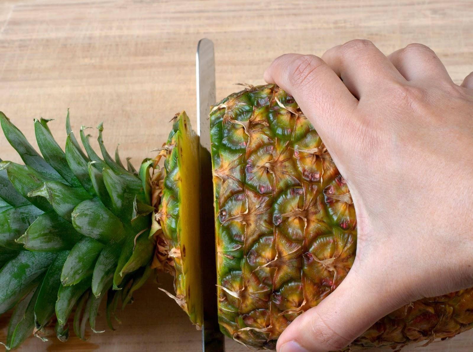 Как вырастить ананас в домашних условиях из верхушки пошагово: цветение и уход
